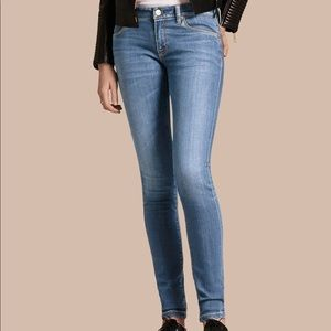 Burberry Skinny Low-rise Vintage Wash Jeans Blue